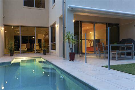 Reel Bc Centro 6 dicas para decorar a 225 rea da piscina bons ventos