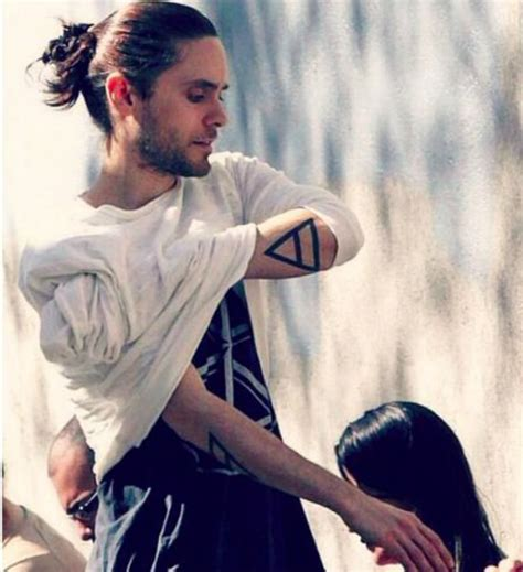 men wearing womens hairstyles man bun hairstyles for men with long hair latest hair