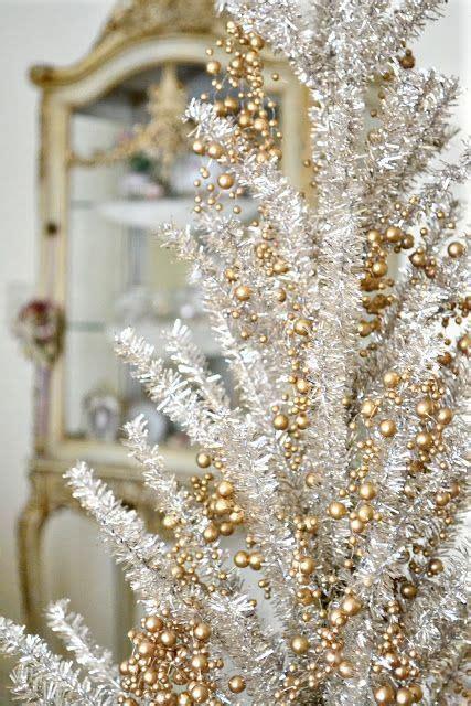 decoração arvore de natal vermelho e branco 60 ideias de 193 rvore de natal branca impressionantes para