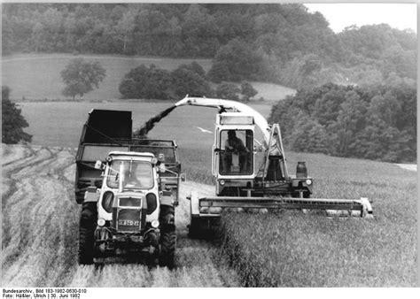 file bundesarchiv bild 183 1982 0630 010 lpg gro 223 erkmannsdorf gr 252 nfutterernte jpg wikimedia
