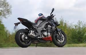 Kawasaki Or Suzuki Suzuki Gsx 1000 Vs Kawasaki Z1000 14 Bikes Doctor