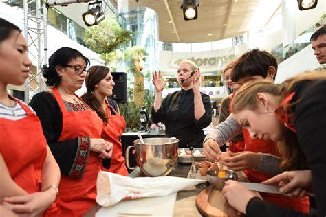 cours de cuisine 92 emilie lang vient donner des cours de cuisine aux 4 temps