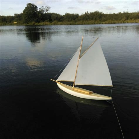 sailboats under sail pind yacht under sail model boats pinterest