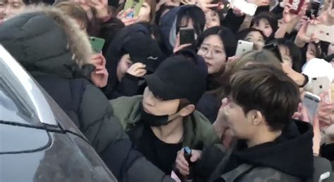 Fan Jumps Into Car fan tries jumping into infinite sunggyu s car after