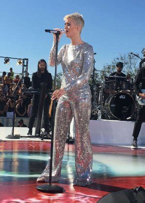 Gamis Fungli Wide Exclusive 02 katy perry performs at the witness world wide exclusive livestream concert in la