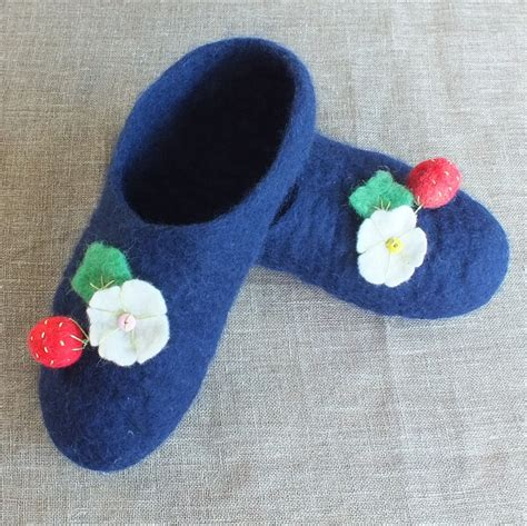 felt house slippers felt slippers felted slippers house shoes 100 new zealand wool felting warm berries
