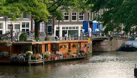 what is a house boat news houseboat an alternative holiday nauticpassion