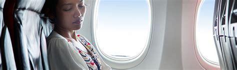 schlafen im flugzeug jetlag nach einem flug in richtung asien meistern tui