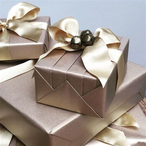 best way to wrap a gift 25 best ideas about gift wrapping services on pinterest