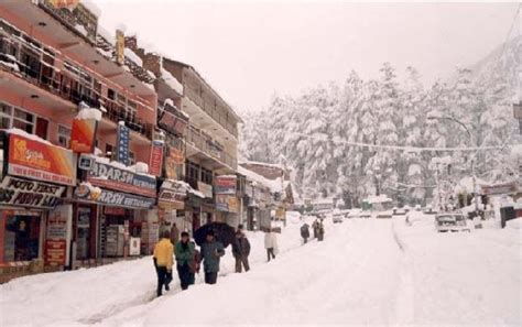 mall road manali  winters picture  manali