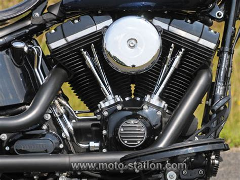 Bikes Lovers : Harley Davidson Softail Slim vs Moto Guzzi