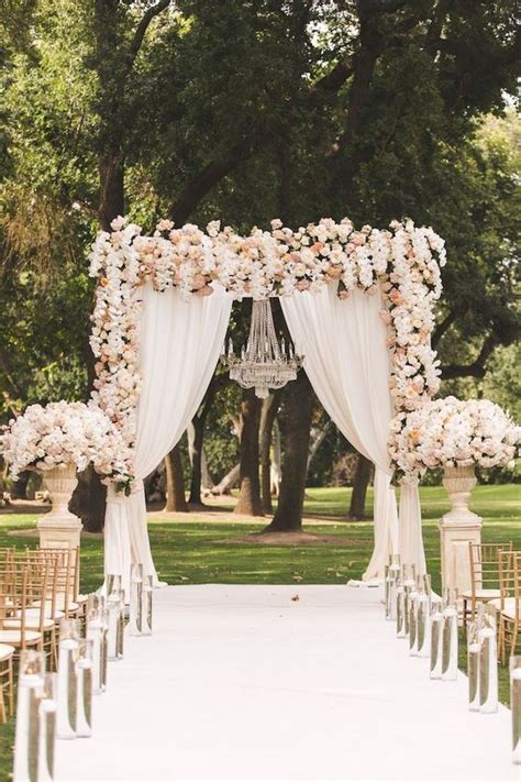 Outstanding Entrance Idea for Outdoor Wedding Reception