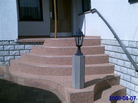 balkon holzgeländer außen treppe dekor terrasse
