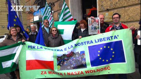 consolato polacco a presidio contro tutti i nazionalismi davanti al consolato