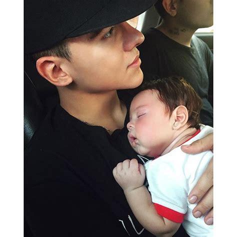 imagenes de kevin roldan con su hijo el baby boom de 2015 zeleb com co