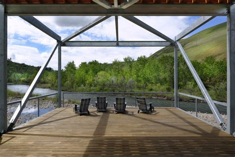 cantilevered deck river place home uses trusses to cantilever both ends
