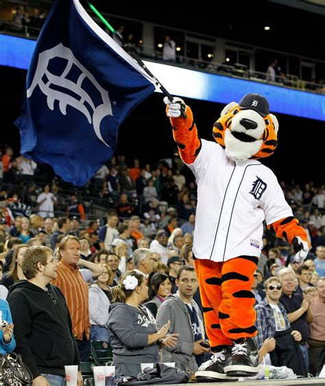 Detroit Tigers Giveaways - see where you can meet your favorite detroit tigers players plus a giveaway