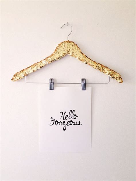 how to hang prints 3 chic ways to hang prints in your home or office sayeh pezeshki la brand logo and web