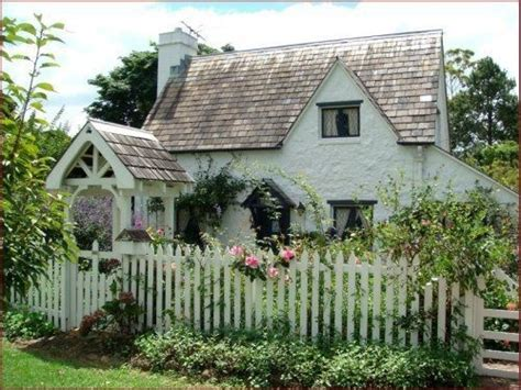 tamborine gardens cottages an country style cottage in by the sea