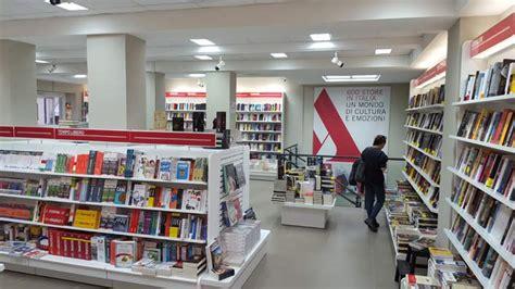 librerie feltrinelli torino mondadori bookstore franchising libreria