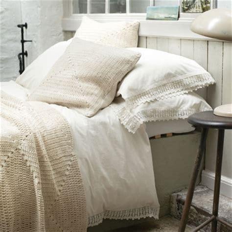 bed linen ideas layering bedlinen