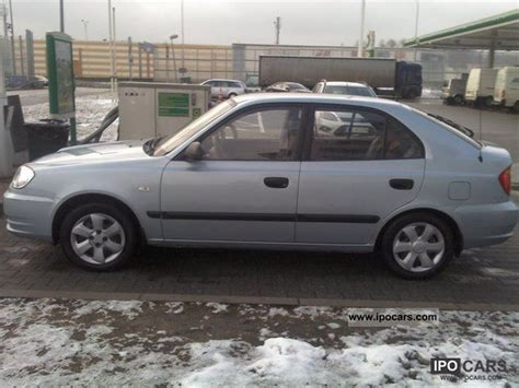 2004 hyundai accent features and specs youtube 2004 hyundai accent car photo and specs