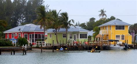 castaways and bay cottages