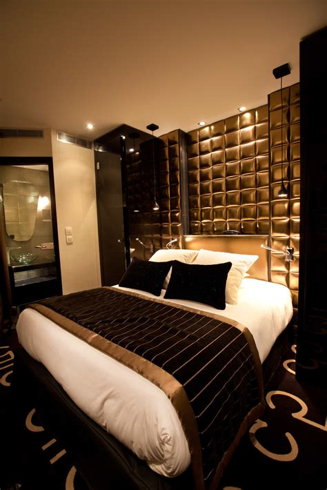 gold walls bedroom 15 luxurious black and gold bedrooms