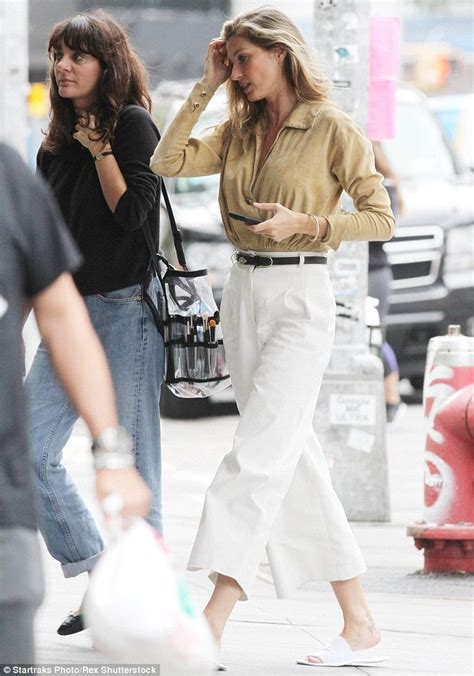 Giseles New Not Shabby by Gisele Bundchen Ditches The Heels As She Steps Out