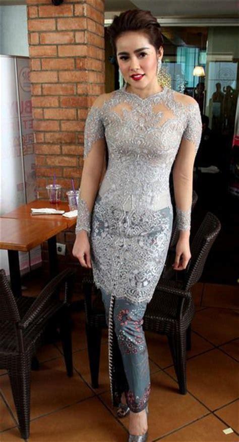Gaun Pesta Anggun model kebaya sederhana hairstylegalleries