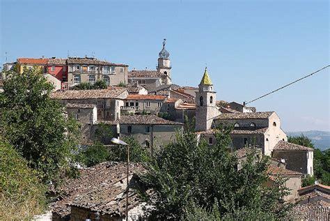 candela italia cidade italiana oferece at 233 r 7 mil para novos moradores