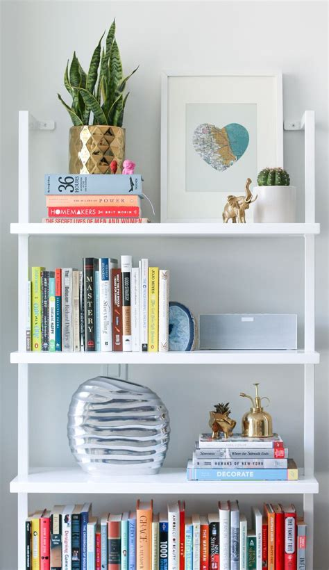 books for decorating shelves best 25 arranging bookshelves ideas on pinterest
