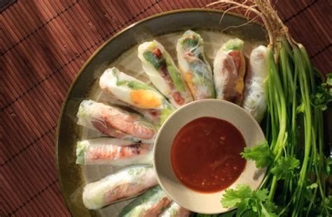 How To Make Fried Rolls With Rice Paper - pan fried pork patty in rice paper roll recipe