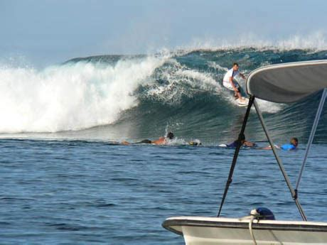 boat accident shelly beach haapiti surf