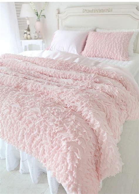 Incroyable Tete De Lit Roche Bobois #8: Parure-de-lit-romantique-linge-de-lit-descamps-couette-en-solde-parure-rose-pale.jpg