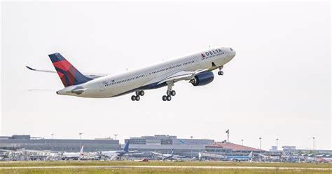 utah detroit delta flight  emergency wyoming landing