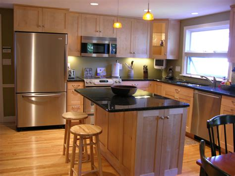 maple shaker kitchen cabinets caeuka decorating clear