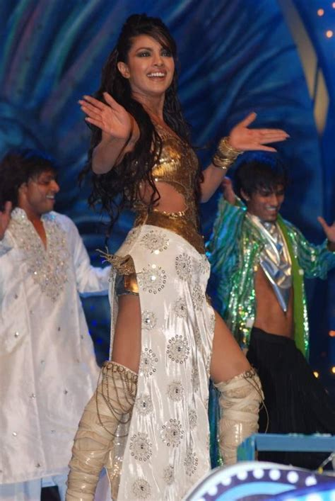 priyanka chopra dance in awards priyanka chopra dance performance stardust awards