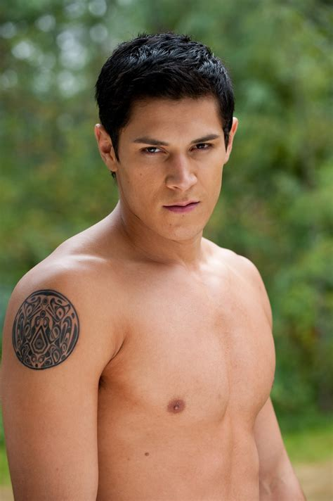 jakes tattoo in twilight paul le quileute world of twilight