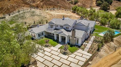 kylie jenner new house kylie jenner is selling her calabasas starter home for 3 9 million