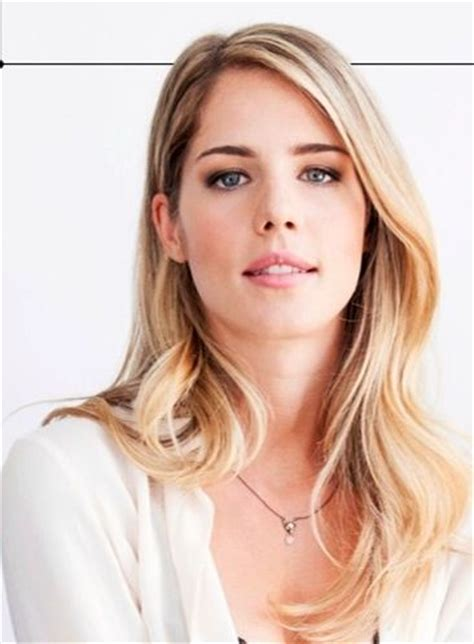 felicity smoak actress emily bett rickards aka felicity smoak arrow olicity