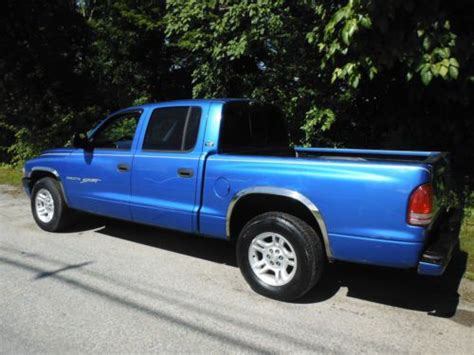 purchase used 2001 dodge dakota sport 4x4 quad cab 4 door 4 7liter 8cylinder w airconditioning buy used 2001 dodge dakota quad cab sport 4 7 liter 8 cylinder with coldairconditioning in
