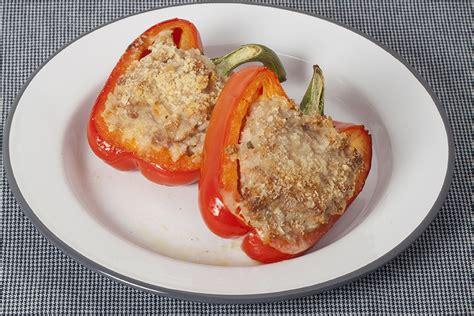 cucinare peperoni ripieni peperoni ripieni di salsiccia la cucina italiana