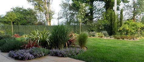 imagenes regando jardines fotos de jardines hermosos