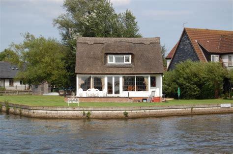 Cottages In Norfolk Broads cresta cottage riverside rentals