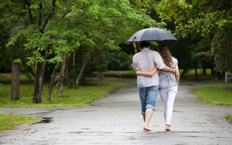 couple wallpaper with rain 20 love couple s romance in the rain wallpapers