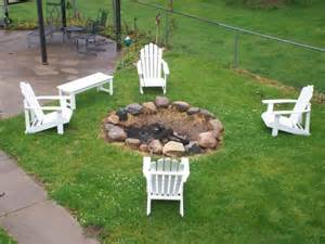 easy way to entertain in your yard with a simple pit