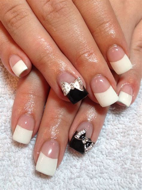 elegante nägel manicure with black manicure bow gem