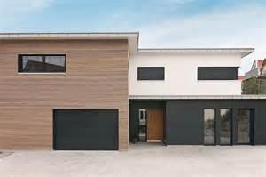Boden Und Wandgestaltung In Weis Modern Haus Architektur Kolorat Haus Fassade Haus Amp Fassade