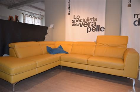 divani letto angolari offerte divano in pelle colore senape angolare in offerta divani